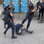 Em que a absolvição de O. J. Simpson em 1995 poderia servir de exemplo à polícia brasileira?