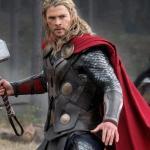 Como o martelo do Thor (Mjölnir) pode afetar a herança do Loki?