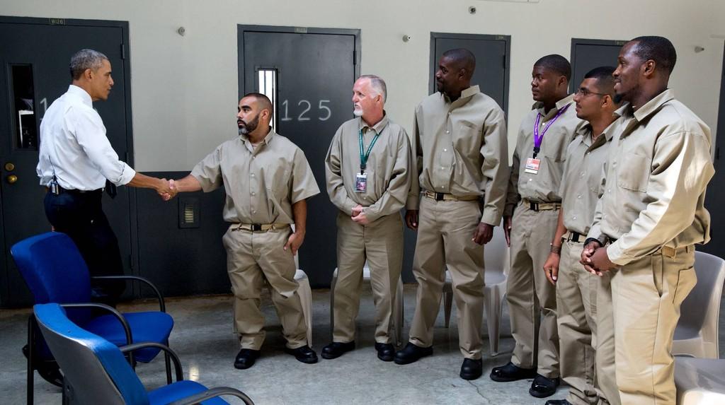 Obama anuncia maior indulto e reduo de penas na histria dos EUA