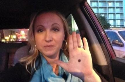 Se algum mostrar para voc a palma da mo com um ponto preto ligue para delegacia