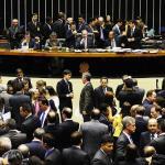 Câmara ignora governo e mantém terceirização para todas as atividades