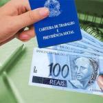 Decisão: Configura crime de estelionato o recebimento de seguro-desemprego quando empregado