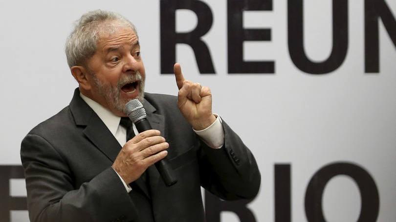 Polcia Federal faz operao na casa de Lula