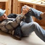 Indenização por danos morais em R$ 15 mil para carpinteiro que sofreu acidente em obra