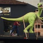 Dinossauro é penhorado e adjudicado.