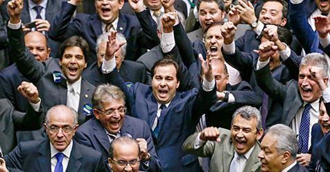 Deputados cospem na cara do povo que pediu as 10 Medidas e desfiguram o projeto
