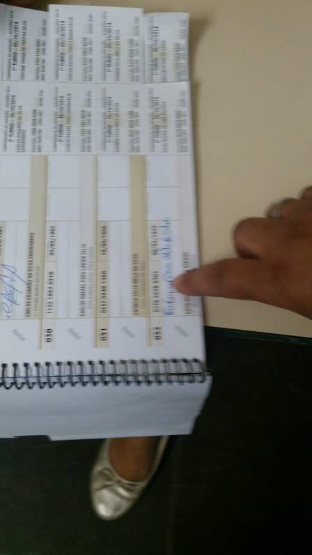 Eleitores no conseguem votar ao descobrirem que outras pessoas votaram em seu lugar