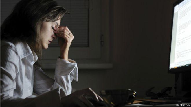 Trabalhar em horários 'antissociais' envelhece o cérebro, diz pesquisa