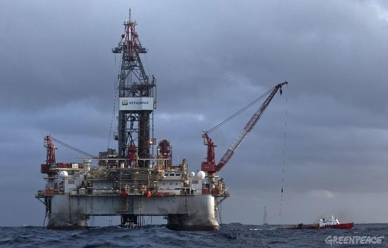 Acidente em plataforma da Petrobras escancara precariedade de plano de contingncia