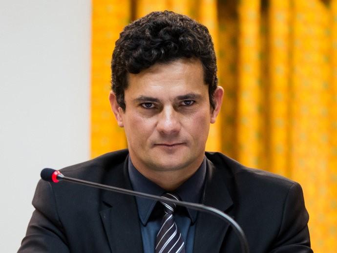 Economist Justia no Brasil estranha e Moro endossa isso