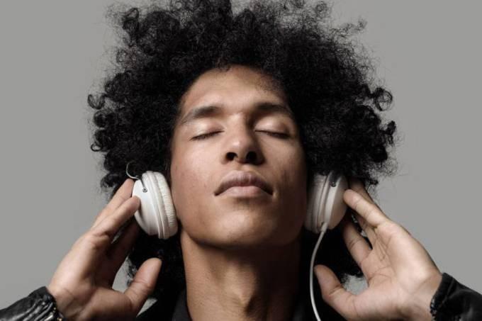 Neurocientistas criam playlist capaz de diminuir a ansiedade