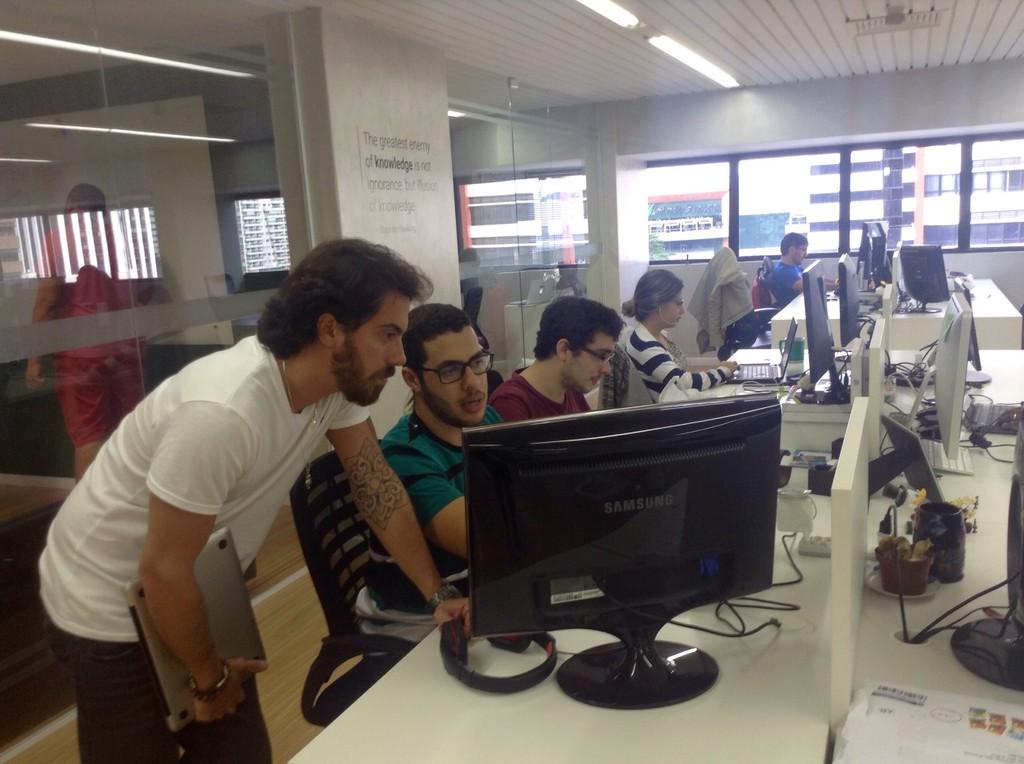 O time Jusbrasil est trabalhando divertidamente por vocs Aguardem as novidades