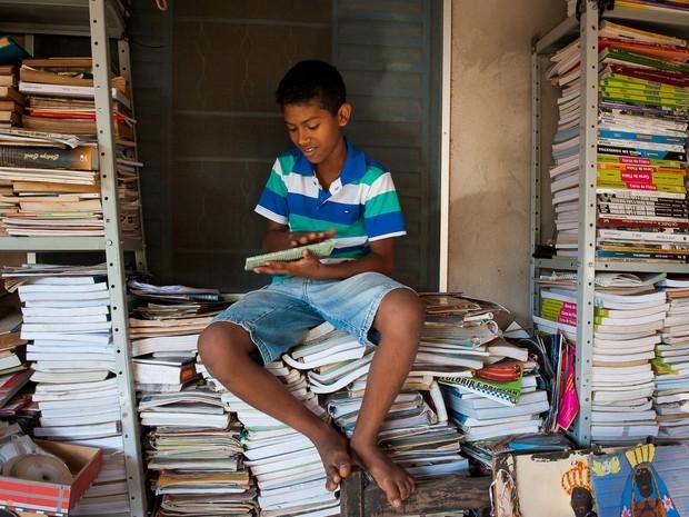 Crianas precisam ler diz menino de MT que arrecadou mais de 2 mil livros