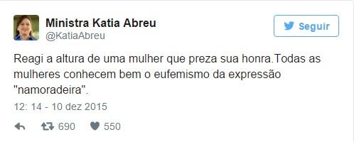 Confuso na festa de fim de ano dos polticos Ktia Abreu joga vinho em Serra